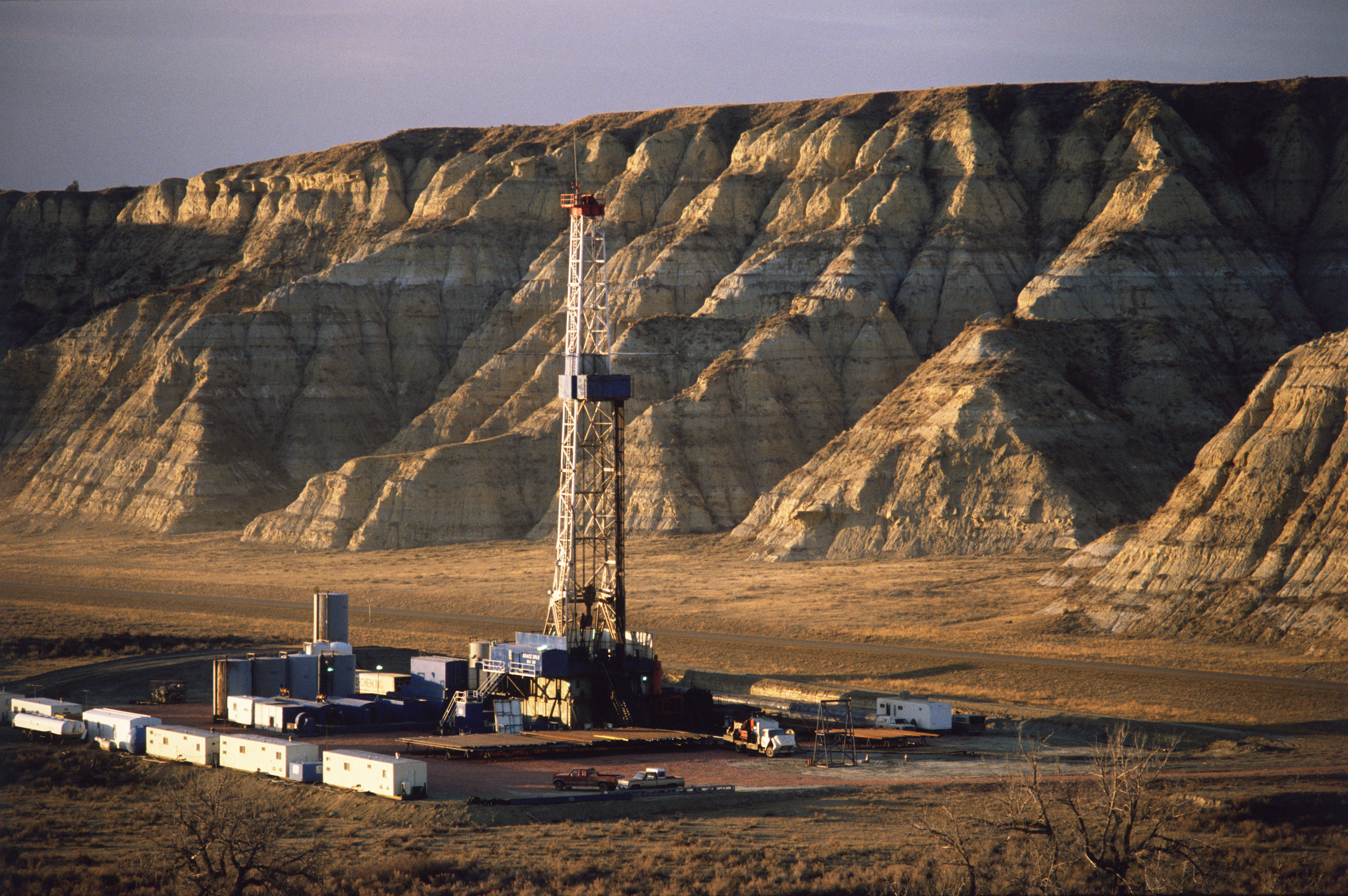 oil-drilling-rig-in-the-badlands