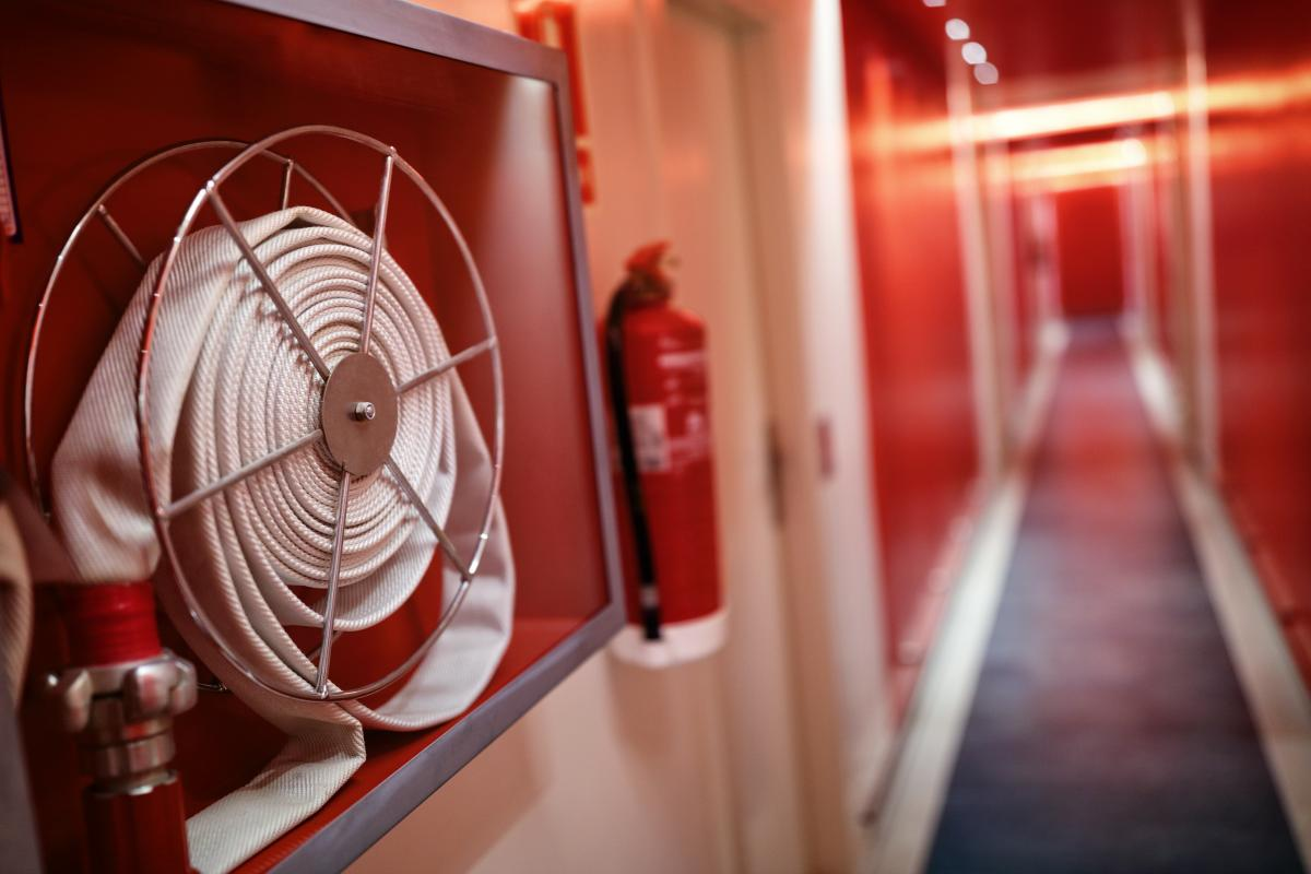 hose-and-fire-extinguisher-in-hotel-corridor