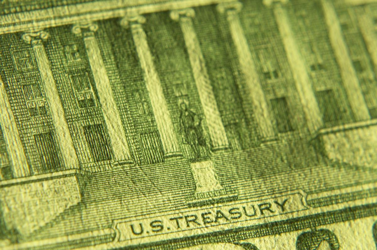 close-up-of-us-treasury-on-green-currency